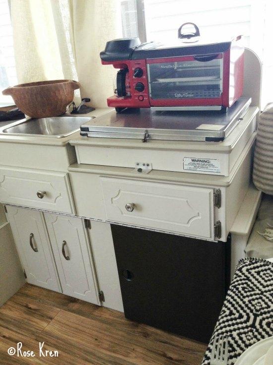 Rose 39 s pop up camper makeover the pop up princess for Camper kitchen cabinets